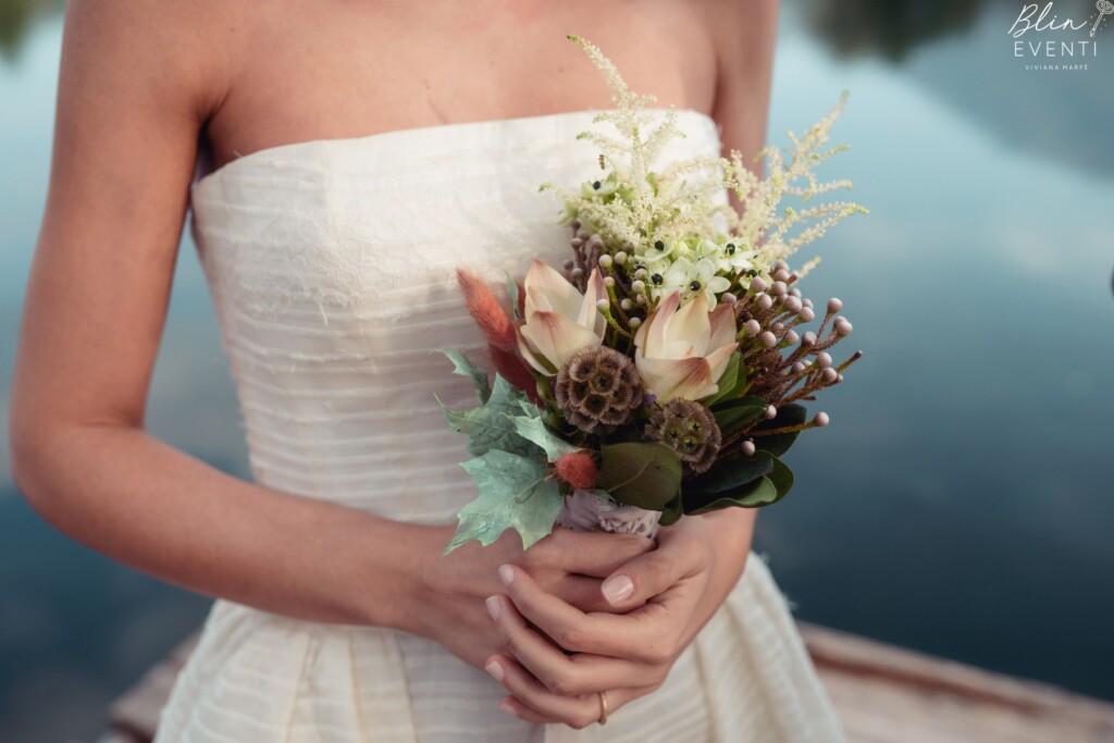 bouquet, kintsugi, curcuma, scabiosa, astilbe